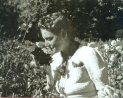 800x600ghislaine-de-feligonde-dans-son-jardin-1930-1.jpg
